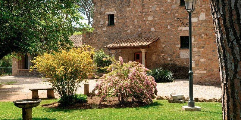 Il giardino e il casale di Capo di Bove.