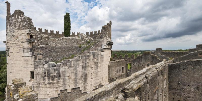 Il Mausoleo di Cecilia Metella e il Castrum Caetani.