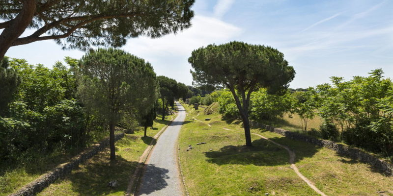 Tratto della Via Appia Antica nei pressi dei Tumuli degli Orazi e dei Curiazi.
