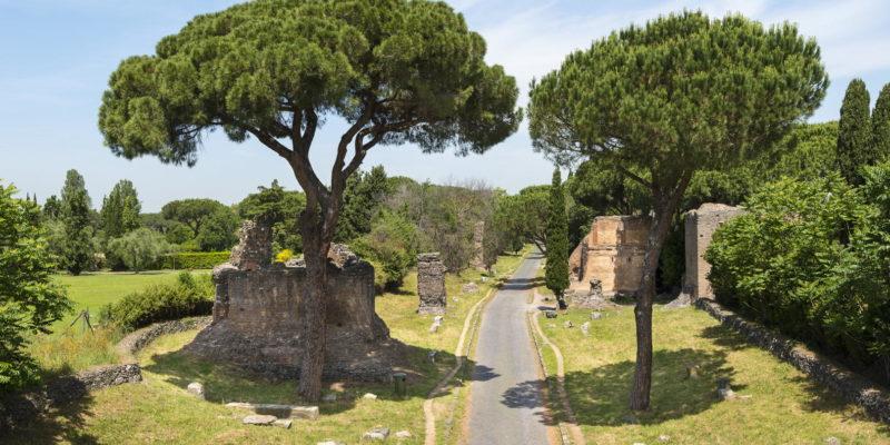 Tratto della Via Appia Antica nei pressi di Santa Maria Nova.