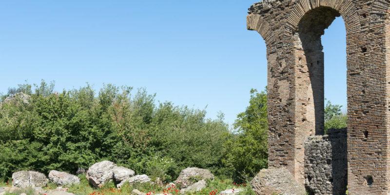 L'Acquedotto dei Quintili. Dettaglio degli archi crollati.