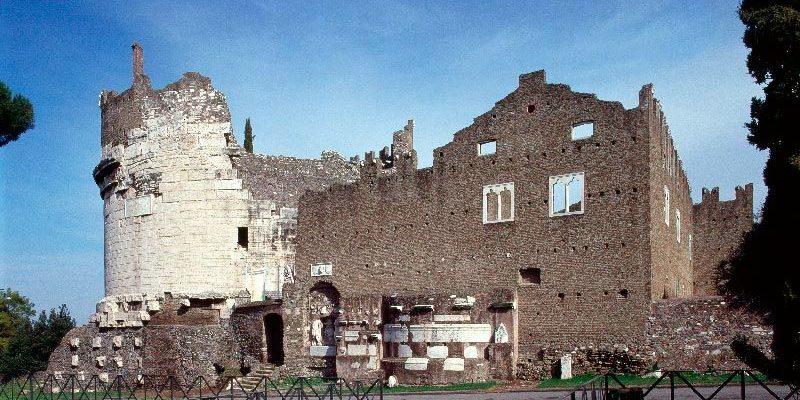 Il Mausoleo di Cecilia Metella e il Castrum Caetani dopo i lavori di restauro