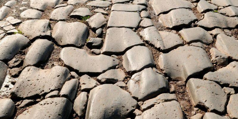 Particolare del selciato romano della Via Appia Antica