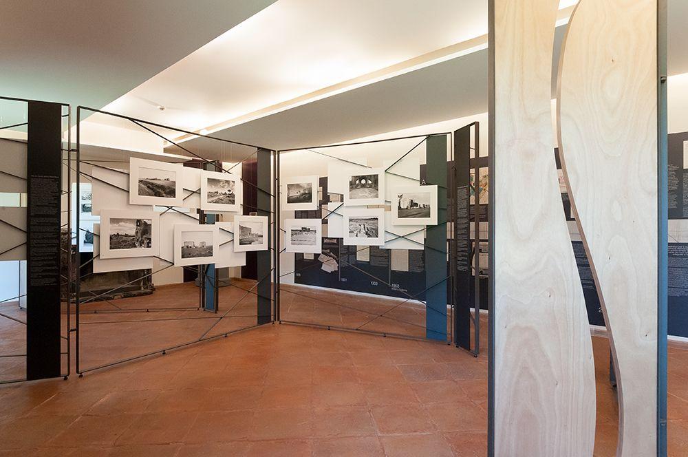 La mostra allestita nel casale di Capo di Bove