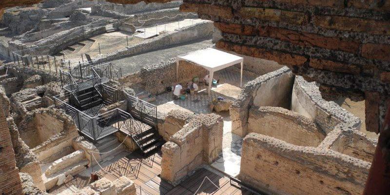 Restauro in corso dei pavimenti in marmo della Villa