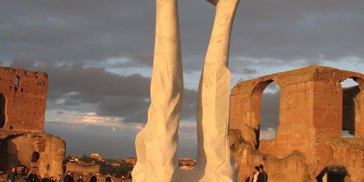 Le sculture di Itto Kuetani nella cornice di Villa dei Quintili