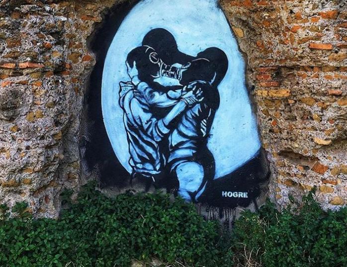 """Roma, lo street artist Hogre imbratta pezzo dell'acquedotto romano. """"Vergognoso"""""""